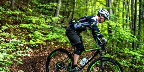 Clothing, Tire, Bicycle frame, Bicycle wheel, Wheel, Mountain bike, Helmet, Mountain biking, Bicycle fork, Natural environment,