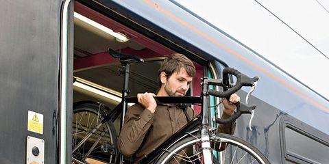 Bicycle tire, Bicycle wheel rim, Bicycle frame, Mode of transport, Bicycle wheel, Transport, Bicycle part, Spoke, Bicycle, Fender,