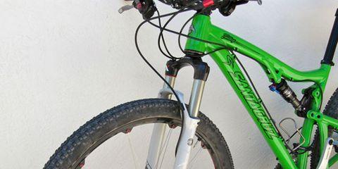 Bicycle tire, Tire, Wheel, Bicycle frame, Bicycle wheel, Bicycle wheel rim, Bicycle fork, Bicycle part, Spoke, Bicycle,