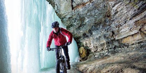 Bicycle wheel, Wheel, Bicycle frame, Mountain bike, Bicycle, Mountain biking, Recreation, Bicycle clothing, Bicycle tire, Bicycle helmet,