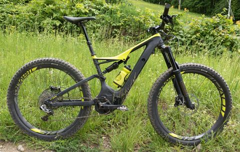 First Look: 2018 Specialized Turbo Levo FSR Carbon 6Fattie