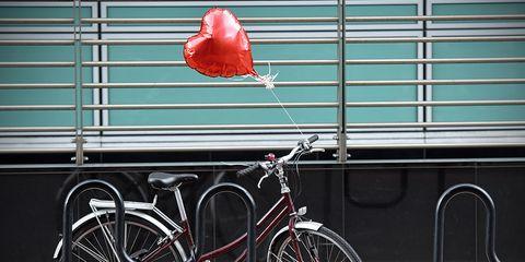 bike with heart balloon
