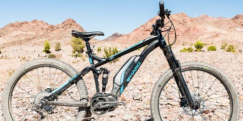 Land vehicle, Bicycle, Bicycle wheel, Bicycle part, Vehicle, Bicycle tire, Bicycle frame, Mountain bike, Spoke, Bicycle fork,