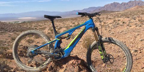 Vehicle, Bicycle wheel, Bicycle, Mountain bike, Bicycle part, Spoke, Bicycle frame, Tire, Bicycle saddle, Bicycle tire,