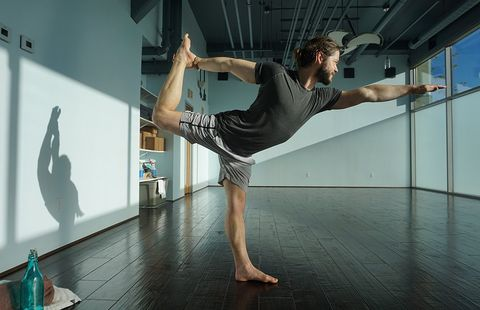 5 Essential Yoga Poses for Men | Bicycling