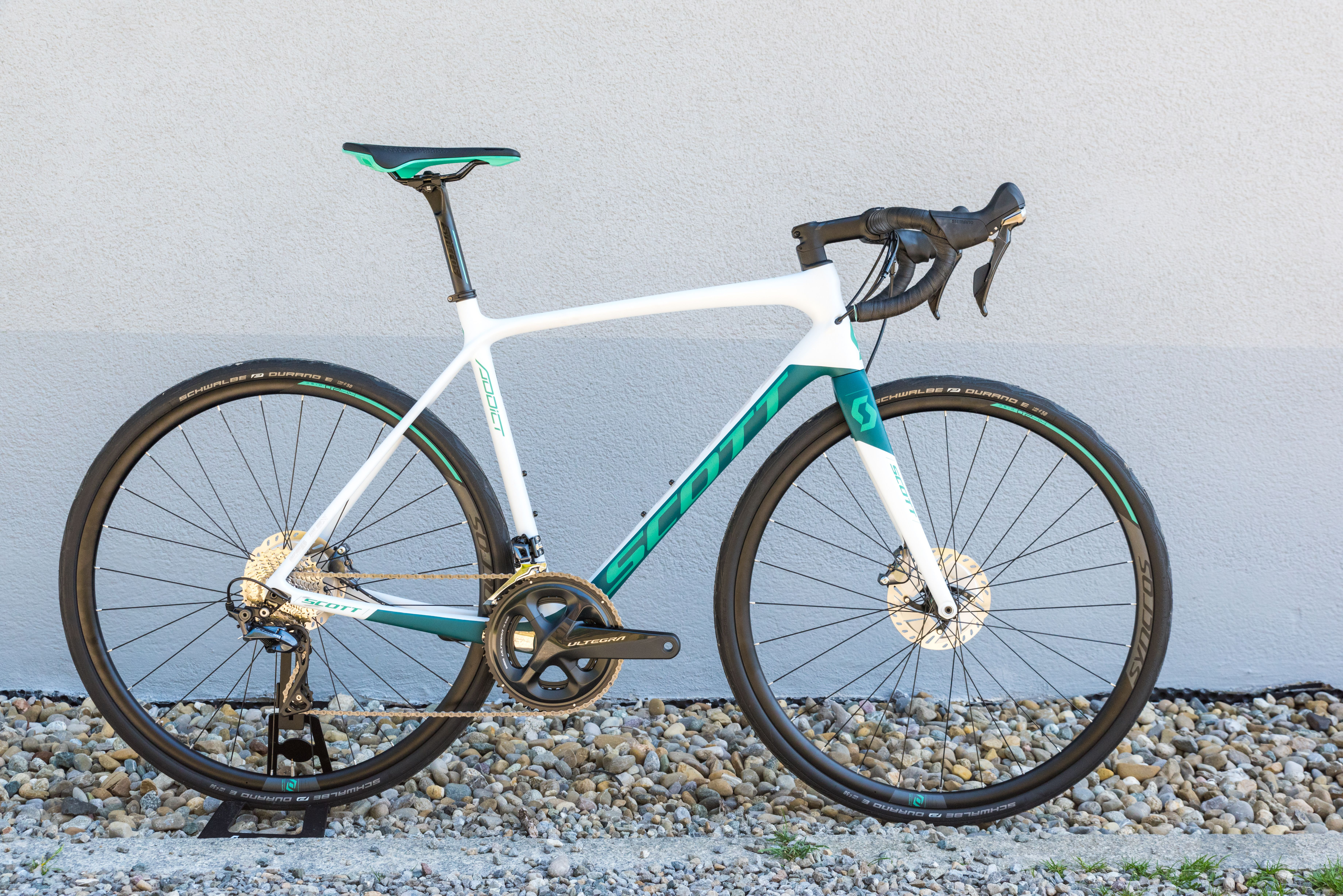 4700a28308f First Look: 2018 Scott Foil Disc and Addict Disc | Bicycling