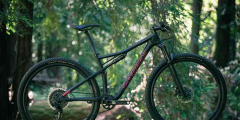 Bicycle tire, Tire, Bicycle wheel, Wheel, Bicycle wheel rim, Bicycle fork, Bicycle frame, Spoke, Bicycle part, Bicycle,