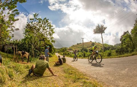 riding titan tropic stage race in the sun
