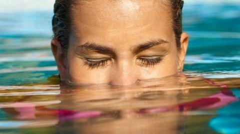 Plassen in het zwembad