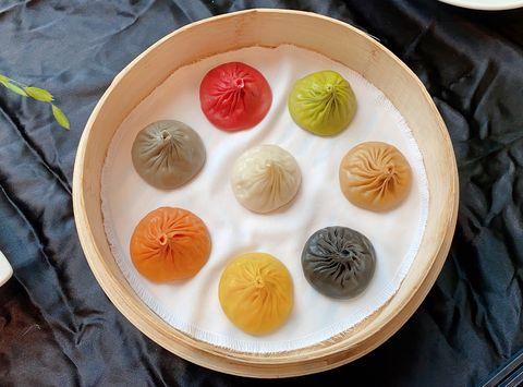 樂天皇朝接地氣推出在地鮮筍化身川滬菜,八色小籠包還化身端午節小籠包