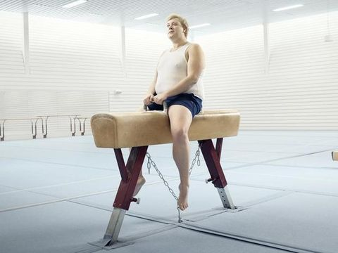 Human leg, Elbow, Knee, Sitting, Thigh, Calf, Trunk, Physical fitness, Parallel bars, Ankle,
