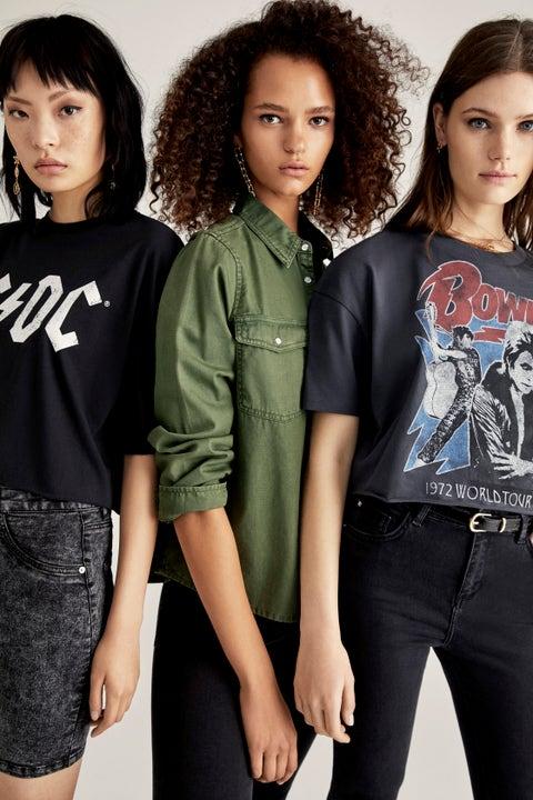 Clothing, T-shirt, Fashion, Sleeve, Photo shoot, Shoulder, Cool, Jeans, Waist, Fashion design,