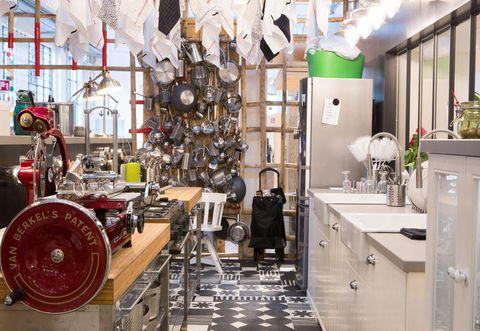 LA CUCINA METOD DI IKEA REINTERPRETATA DA PAOLA NAVONE PER LA CLASSICA FAMIGLIA ITALIANA