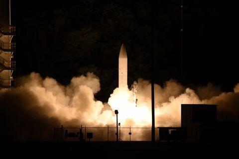 space shuttle, Night, Atmosphere, Rocket, Sky, Spacecraft, Heat, Vehicle, Space, Pollution,