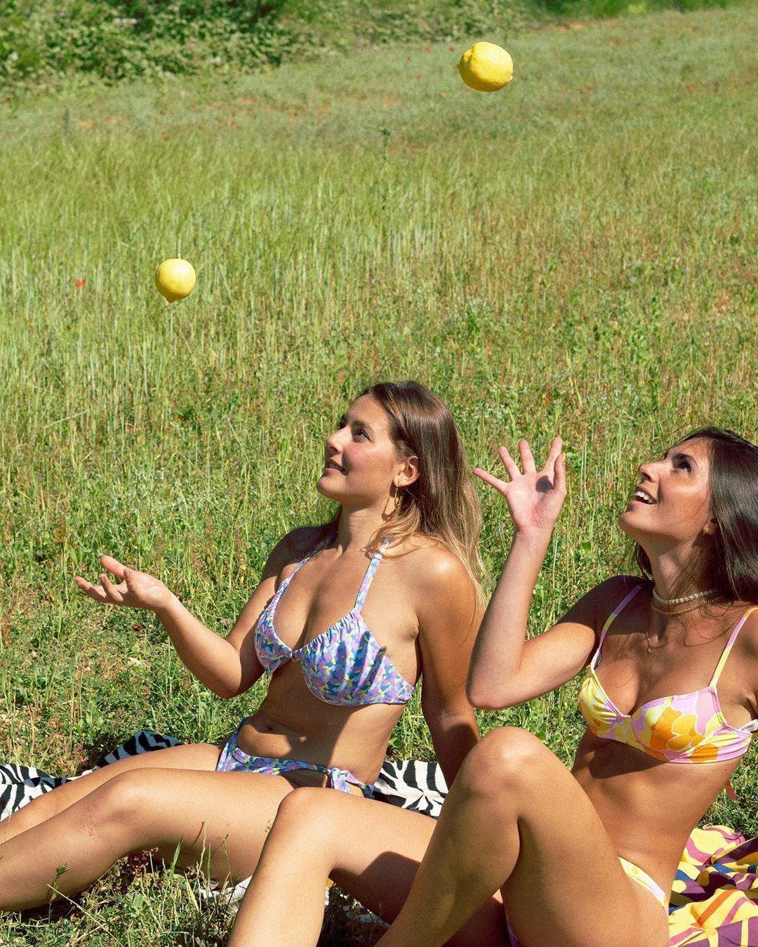 La firma Laagam reivindica los cuerpos naturales en las fotos sin retocar de sus nuevos bikinis
