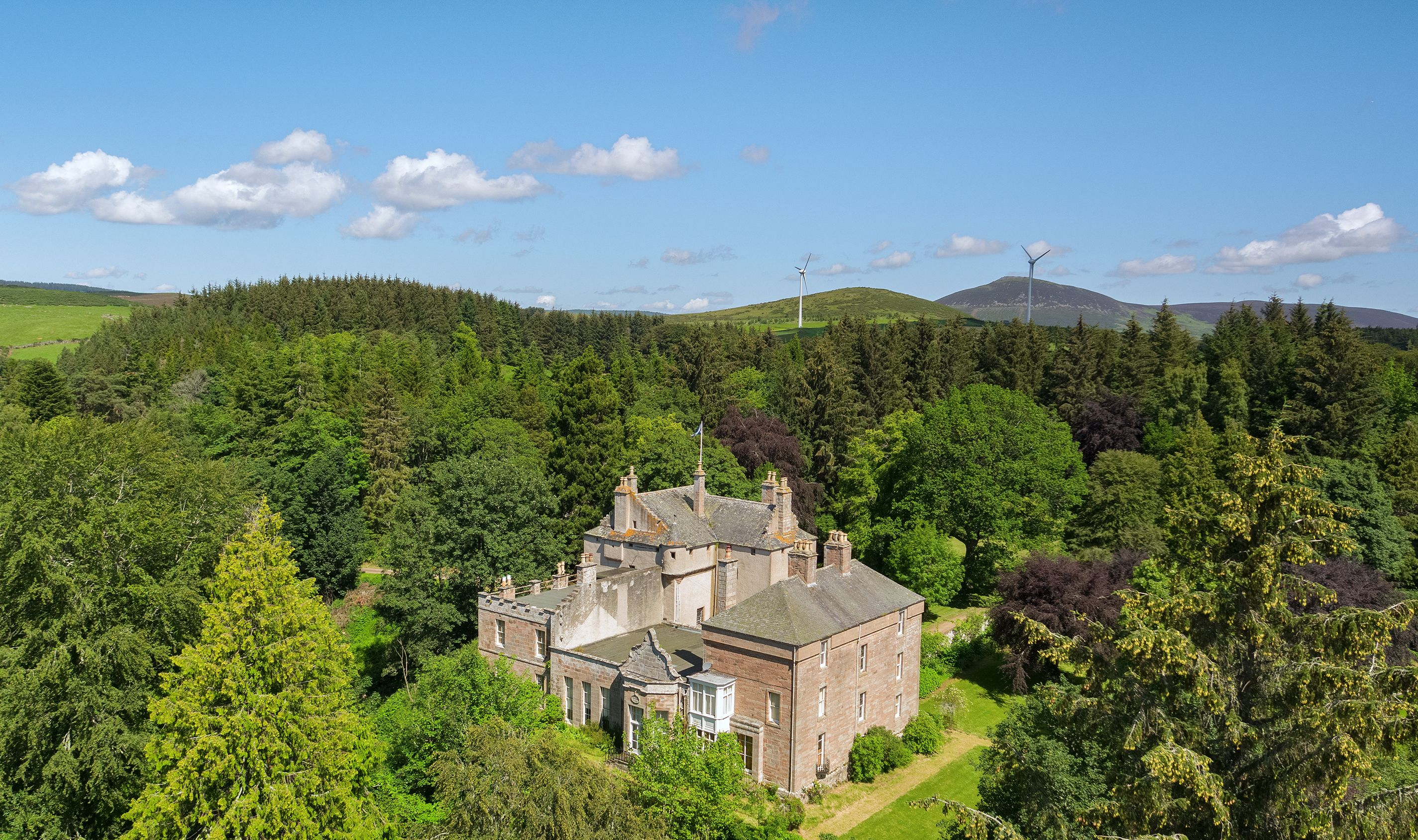 A picture-perfect castle with 9 bedrooms could be yours for just £400,000 in Aberdeenshire