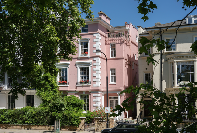 pink town house that inspired 101 dalmatians