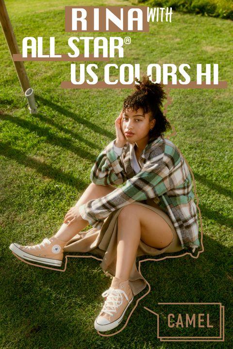 rinaが履きこなす「コンバース」の新作スニーカー