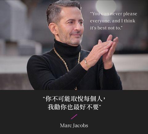 marc jacobs 穿黑色高領與金項鍊謝幕時裝週