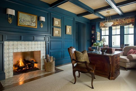 Room, Living room, Fireplace, Interior design, Furniture, Hearth, Property, Building, Home, Ceiling,