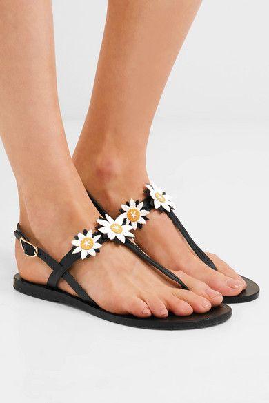 Courtesy photo. Inserti divertentissimi e romantici per questi sandali  infradito ... 0b87ab0ee06