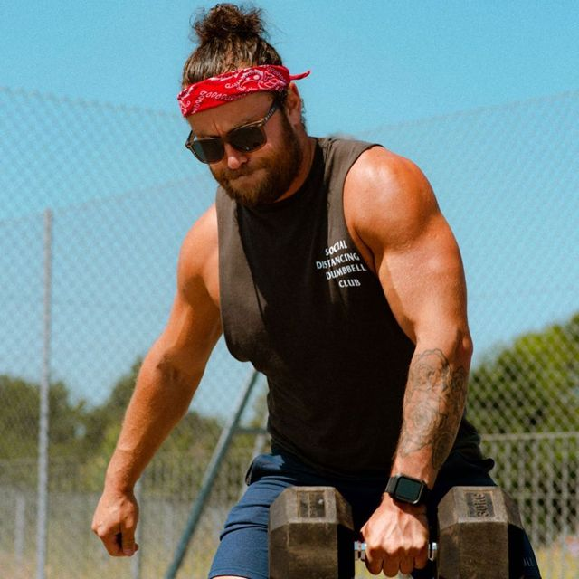 Wrist, Elbow, Hand, Sleeveless shirt, Goggles, Chest, Wire fencing, Muscle, Mesh, Sunglasses,