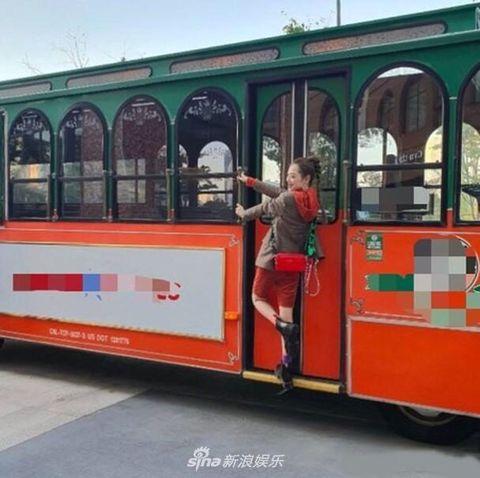 Land vehicle, Vehicle, Transport, Mode of transport, Public transport, Tram, Car, Passenger, Advertising, Cable car,