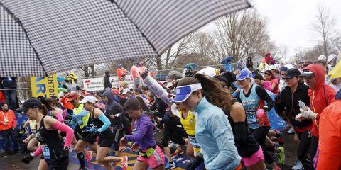 Crowd, Hat, Athletic shoe, Umbrella, Public event, Active shorts, Long-distance running, Active pants, Exercise, Marathon,