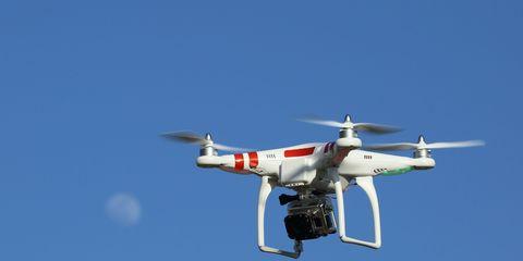 Sky, Daytime, Aircraft, Airplane, Aviation, Aerospace engineering, Aircraft engine, Propeller, Flight, Air travel,