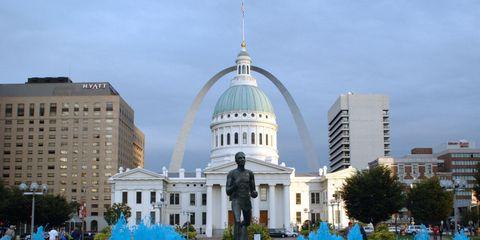Daytime, Fountain, City, Architecture, Metropolitan area, Urban area, Dome, Public space, Water feature, Building,