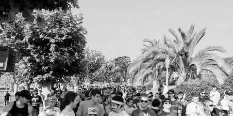 People, Crowd, Monochrome, Endurance sports, Team, Arecales, Sleeveless shirt, Long-distance running, Black-and-white, Active shorts,