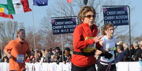 Eyewear, Flag, Endurance sports, Sunglasses, Long-distance running, Running, Pedestrian, Active pants, Exercise, Individual sports,