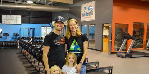 Boston marathon dad poses with his family