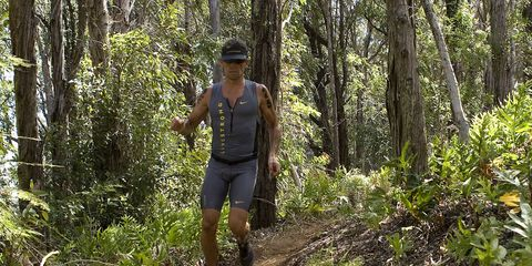 Lance Armstrong wins trail race, draws controversy