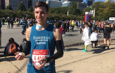 This Guy Juggled the Entire Chicago Marathon Without a Drop
