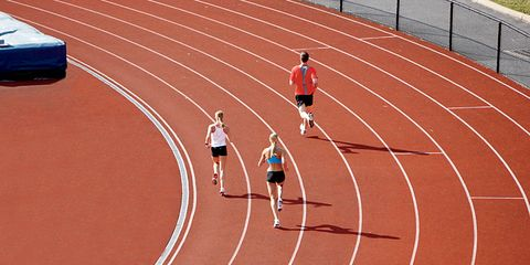 3 runners on track