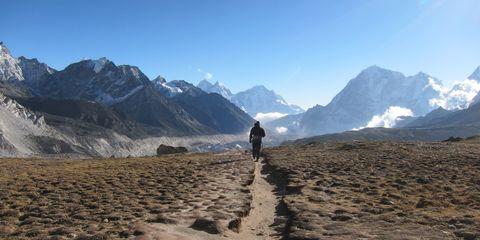 Alex Hutchinson hiking near Mount Everest.