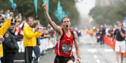 Ryan Hall wins the Houston Half Marathon