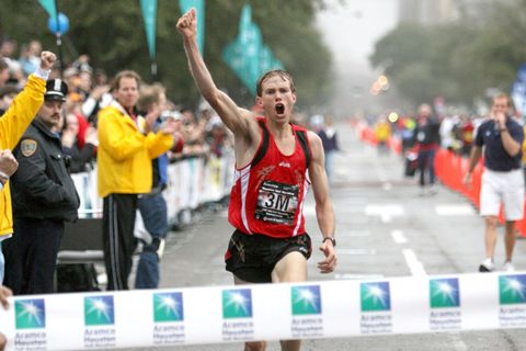 Ryan Hall wins the Houston Half Marathon