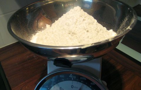 powder on a food scale