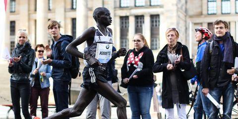 Dennis Kimetto at 40K mark of 2014 Berlin Marathon