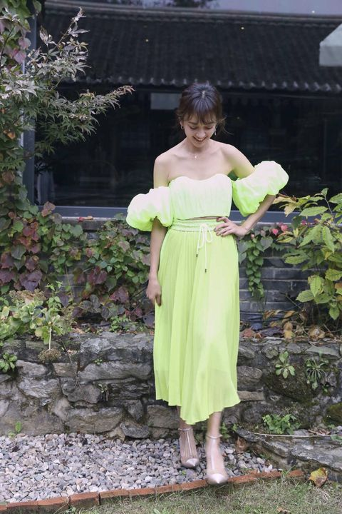 Clothing, Green, Dress, Shoulder, Yellow, Botany, Footwear, Joint, Grass, Bridal party dress,