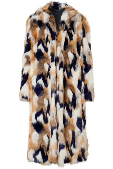 Fur, Clothing, Outerwear, Fur clothing, Beige, Textile, Coat, Natural material, Sleeve, Animal product,