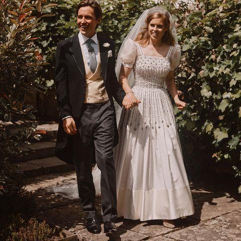 碧翠絲公主與老公婚禮當天的全身婚紗照