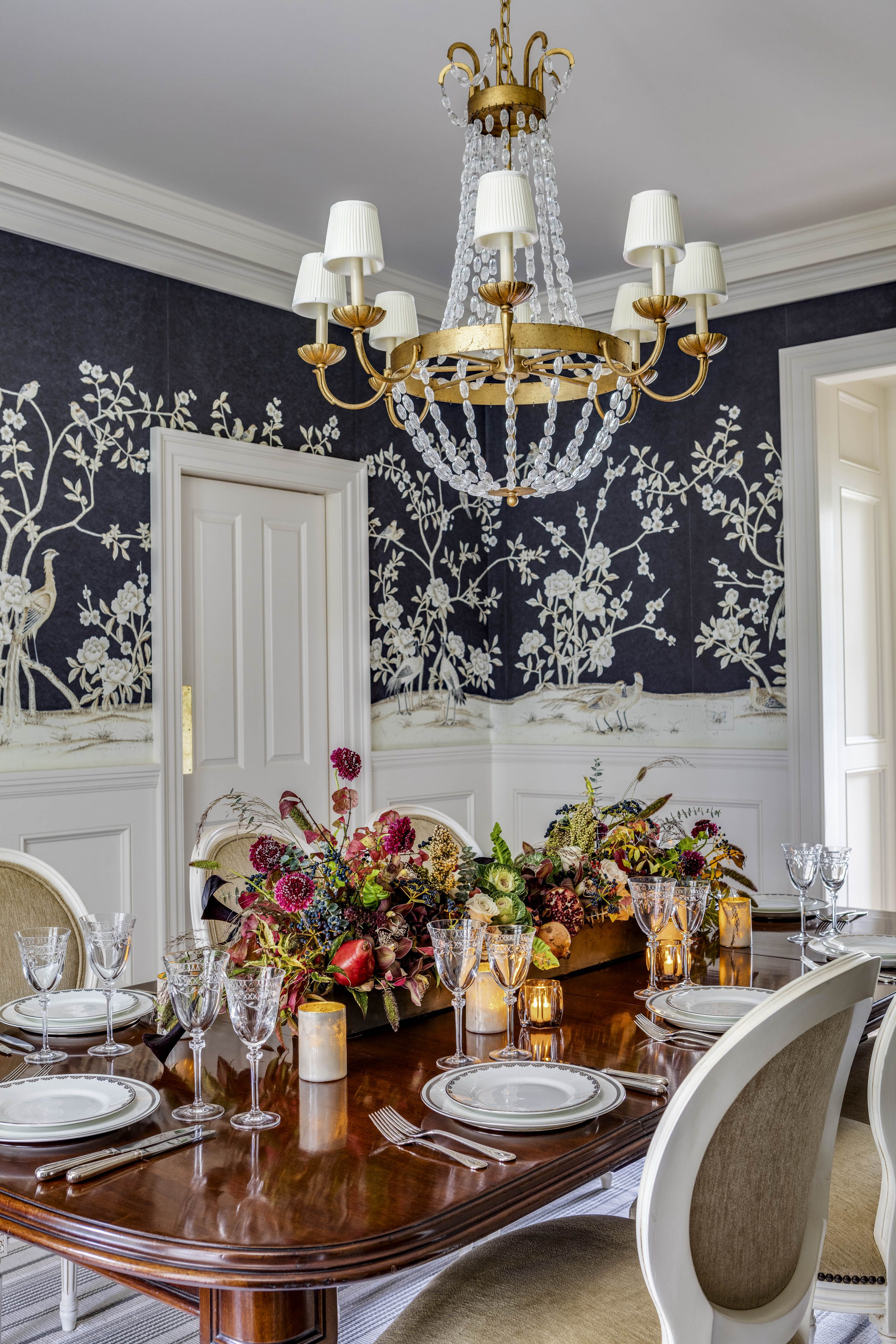 Eye Catching Dining Rooms With Floral Wallpaper How To Use Floral Wallpaper