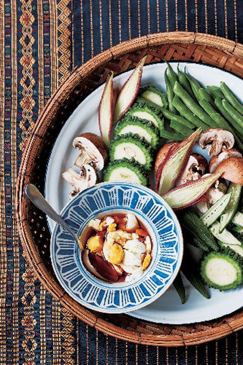 季節野菜のさっと蒸し 魚醤ディップ添え