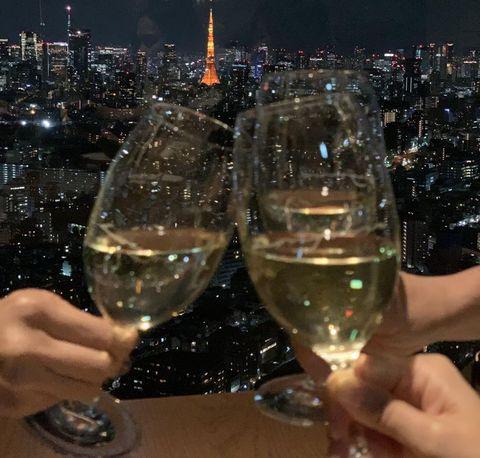 東京の夜景を見ながらワインで乾杯