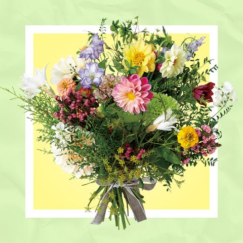 rencontrer 大髙令子さんによる、野に咲くような色とりどりの花を集めたハッピーブーケ