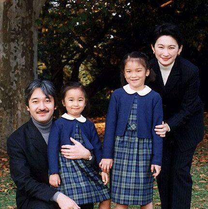 ご家族とともに。写真で振り返る、眞子さまご生誕から見る「成長の歩み」