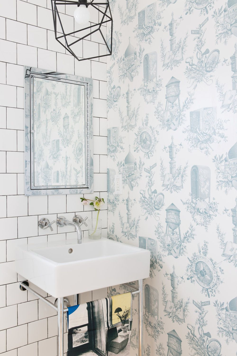 8 Bathroom Wallpaper Ideas That Will Inspire You to be Bold